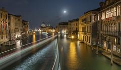 Venise (Didier Ensarguex) Tags: venise italie pauselongue nuit réflexionreflet grandcanal canon 5dmarkiv 1635 didierensarguex mer heurebleue