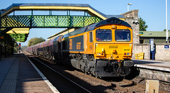 GBRf Class 66/7 no 66787 at Worksop Station on 18-10-2018 with a loaded coal train from Immingham to West Burton Power Station (kevaruka) Tags: worksop station nottinghamshire sherwood forest october 18102018 autumn sun sunshine sunny day colour colours color colors class 20 56 66 choppers grid shed trains train rhtt freight network rail british yellow blue green composition locomotive heritage historic market town england canon eos 5d mk3 70200 f28 is mk2 5d3 5diii flickr thephotographyblog telephoto railway railfreight 20205 20007 railroad tree sky 66787