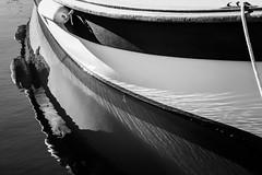 reflets en noir et blanc (Mireille Muggianu) Tags: bouchesdurhone europe france laciotat provencealpescotedazur mer paysage samsungnx nx500 noiretblanc reflets port