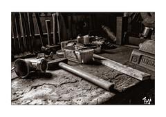 Werkbank (Fujigraf) Tags: bank arbeit zeit hammer tisch werken holz schraubstock brille eisen mensch fujixf23mm1 fuji xt20