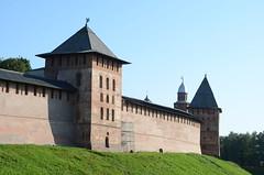 Le Kremlin de Veliki Novgorod (RarOiseau) Tags: russie velikinovgorod remparts forteresse ville