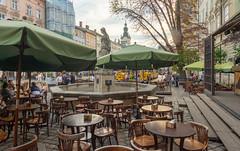 Une terrasse de la Place du  marché (Vincent Rowell) Tags: tourtrains cathedraloftheassumption belltower parasols fountain terrasse marketsquare rynoksquare ukraine2018 ukraine sigma816mm lviv hdr raw