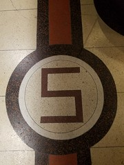 La Crosse, WI Singer terrazzo (army.arch) Tags: lacrosse wisconsin wi downtown historic historicdistrict nrhp nationalregister nationalregisterofhistoricplaces night city photography terrazzo singer