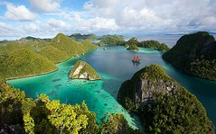 Raja Ampat 2 (loginsbobet) Tags: sea beautiful shore beach raja ampat indonesia nature diving swiming snorkling