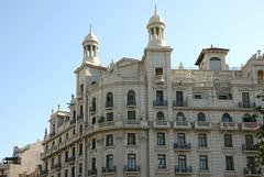 Impressive buildings (eric zijn fotoos) Tags: sonyrx10m3 barcelona building gebouw europa sky lucht tower toren road straat architectuur architecture window ramen roof dak beelden statues