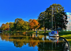 Autumn Blues (Hindrik S) Tags: boat autumn fall hjerst herbst herfst haven prinsentuin prinsetún liwwadden leeuwarden ljouwert water wetter wasser ship sailing reflection reflectie refleksje wjerspegeling weerspiegeling blue blauw blau yellow geel giel gelb α77 slta77ii sonyilca77m2 sonyphotographing sony1650mmf28dtssm sony sonyalpha 2018