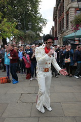 Elvis Presley plays Horsham AmeriCARna (Hidden Horsham) Tags: elvis presley americarna carfax bandstand horsham west street 2018 westsussex tribute band
