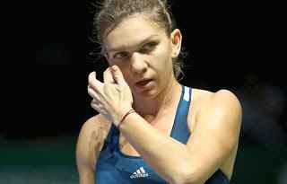 SIMONA HALEP SALTA LE WTA FINALS DI SINGAPORE