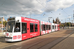 Prins Hendrikkade - Amsterdam (Netherlands) (Meteorry) Tags: europe nederland netherlands holland paysbas noordholland amsterdam prinshendrikkade centrum centre center centraalstation damrak sintnicolaaskerk church église siemens combino 13g uniqlo red rouge white gvb12 tram streetcar tramway public transport publique transportencommun transit gvb gvb2088 september 2018 meteorry