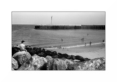 Ostende (Punkrocker*) Tags: leica m6 summicron c 40mm 402 film kodak trix 400 nb bwfp street city beach people sea ostend ostende belgique belgium travel
