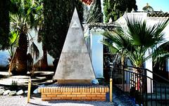El cementerio masónico de Buñol - El futuro es hijo del pasado (Antonio Marín Segovia) Tags: cementeriomasónicodebuñol buñol masonería valencia cementerio camposanto