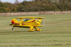 IMG_4370 Pitts (Beth Hartle Photographs2013) Tags: shuttleworthcollection shuttleworthraceday airshow aircraft historicaircraft 19101950s biplane usa american