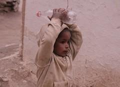 Enfant (Willie-Crée) Tags: enfant portrait child asie himalaya village jeu enfance