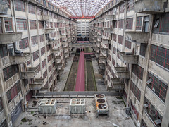 Building B's Atrium, Brooklyn Army Terminal, Sunset Park, New York City (jag9889) Tags: 2018 20181014 abandoned architecture atrium balcony bridge bridges brooklyn brooklynarmyterminal bruecke brücke building cassgilbert crossing event house indoor infrastructure kingscounty landmark nrhp ny nyc nationalregisterofhistoricplaces newyork newyorkcity newyorkisopen ohny ohnyweekend openhouse openhousenewyork pont ponte puente punt railroadtracks roof southbrooklyn span structure sunsetpark terminal usa unitedstates unitedstatesarmy unitedstatesofamerica warehouse jag9889