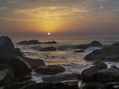 Atardecer (LUIS FELICIANO) Tags: añochecer atardecer atlantico cielo mar oceano nubes rocas agua olympus e5 lent1260mm