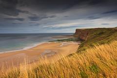 Cliff in Saltburn (North Sea England ) (bożenabożena) Tags: landscape sea cliff grass water sand sky beach northengland northsea krajobraz klif morze woda piasek plaża trawa północnaanglia morzepółnocne canon