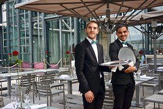Serveurs du Georges (L E A L E V I) Tags: serveur rooftop paris beaubourg costard boy