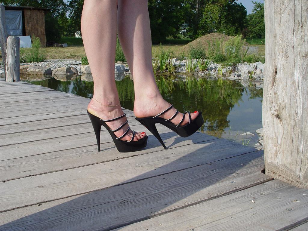 be423d55db pic0101 (KnulliBulli) Tags: heels highheels mules slides nylons toes fuss  füsse feet legs