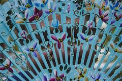 Tras el abanico (robertosanchezsantos) Tags: madrid españa spain europa europe viaje travel arte art abstracto abstract ciudad city noche night urbano urban arquitectura architecture fuga parque park retiro gente palacio palace cristal estanque lago lake verde green planta plant agua árbol río hierba madera bosque retrato portrait abanico