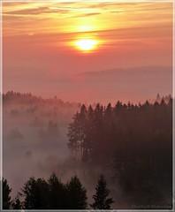 Morgenstimmung (Christoph Bieberstein) Tags: tschechien tschechische republik böhmen czech republic bohemia čechy česko ceská republika zbraslavský vrch prasleser berg sunrise sonnenaufgang morgen morning morgenstimmung nebel fog mlha morgennebel herbst autumn podzim