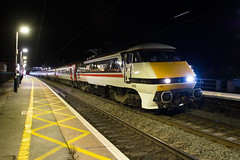 The Return of Intercity EastCoast (LNER) 91119 seen at Grantham on 1D22 Kings X to Leeds (Iain Wright Photography) Tags: grantham lincolnshire lner london north eastern railway railroad station night photography nikon d7200 intercity british rail br class91 electra 91119 1d22 kings cross leeds llnervtec mark 4 coaches dvt tripod new livery vinyl wrap