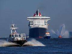 10. Jahrestag der QM2 in Hamburg (mi.bu) Tags: queenmary qm2 elbe hafenhamburg portofhamburg cruiseship jahrestag