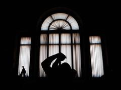 contorsions (objet introuvable) Tags: blackandwhite bw noiretblanc nb fondnoir musée fenêtre window light lumière shadow ombres contrast contraste contrejour monochrome art