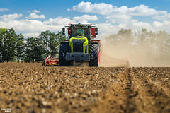 Winter Wheat Seeding   CLAAS // VÄDERSTAD (martin_king.photo) Tags: autumnwork autumnwork2018 autumn powerfull martin king photo machines strong agricultural greatday great czechrepublic welovefarming agriculturalmachinery farm workday working modernagriculture landwirtschaft martinkingphoto machine machinery field huge big sky agriculture tschechische republik power dynastyphotography lukaskralphotocz day fans work place blue green compact planting seeding seed tree trees landscape tractor clouds winterwheat wheat new special eqipment seeddrill claasxerion5000 claasxerion5000trac väderstadfh2200 fertiliserhopper fertiliser hopper väderstadrapida800c väderstadrapid efective modern michelin michelintires väderstad
