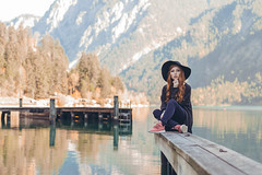 The last days of a golden autumn. (Matthias Dengler || www.snapshopped.com) Tags: snapshopped matthias dengler portrait portraiture hot sexy pretty girl alone moody autumn lake alps mountains mountain mountainscape landscape nature lakes plan plansee austria pier folk
