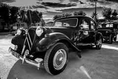 traction (Laurent Hutinet) Tags: voiture autmobile ancienne collection noiretblanc blackandwhite eos6d