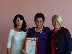 Председатель совета ветеранов М.А.Мазур (в центре) с главой сельского поселения Е.Н.Стельмах (справа) и библиотекарем Л.Б.Лабачук (слева)(1)