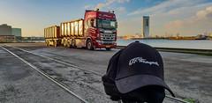 Thank you so much Heini! 👍👍👍 - Scania R500 - Vognmand OT Transport i Randers (Malmöstad) Tags: thank you much heini 👍👍👍 scania r500 vognmand ot transport randers danmark truck lkw give thanks tack mange close up closeup närbild cap baseball keps lastbil water sea sun light