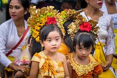 IMG_6700-tr (JLBenazra) Tags: bali cérémonie sawan indonésie costumes