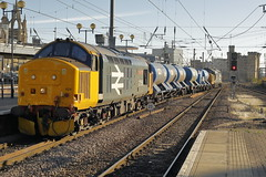 37424 (37558) & 37403 3S77 (Rob390029) Tags: drs direct rail services class 37 37403 37558 37424 br british large logo newcastle central railway station ncl ecml east coast mainline