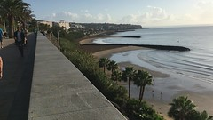 Playa del Inglés - Paseo marítimo / Rhodfa'r môr (Rhisiart Hincks) Tags: grancanaria islascanarias ynysoedddedwydd playadelinglés