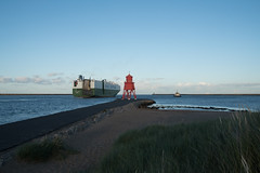 South Shields - Photocredit Neil King-45 (Neilfatea) Tags: southshields northeast lighthouse workingboats rivertyne water northsea