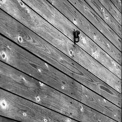 eyelet on wood (salparadise666) Tags: rolleiflex sl66 fomapan 100 boxspeed caffenol rs 15min eyelet wood structure nils volkmer vintage slr medium format 6x6 square diagonal detail germany lower saxony rural bw black white monochrome sonnar 150mm