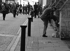 Tying up My Shoe (Bury Gardener) Tags: bw blackandwhite britain monochrome mono 2018 nikond7200 nikon ely england eastanglia uk streetphotography street streetcandids snaps candid candids people peoplewatching folks cambridgeshire