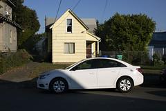 (Curtis Gregory Perry) Tags: portland oregon chevy chevrolet cruze car automobile sedan white house yellow montavilla nikon d810 automóvil coche carro vehículo مركبة veículo fahrzeug automobil
