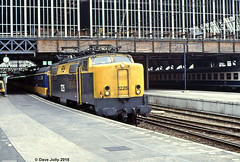 NS 1225 (Hoover 29) Tags: electric nederlandsespoorwegen class1200 1225 passengertrain ic857 amsterdamcs amsterdam holland