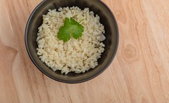 Rissotto with onion. (annick vanderschelden) Tags: cook rice hot prepared spatula wood pan handle black food italian consistency risotto bowl lighteffect belgium