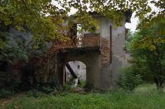 dépendance (Alberto Cameroni) Tags: valdicava ponsacco villachiara abandoned pontedera toscana aforismiei leica leicaxtyp113