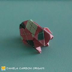 "Origami Challenge 161/365 ""Porcellino d'India"" Modello creato oggi. I modelli mancanti alla challenge 365 saranno recuperati nel prossimo fine settimana. -------------------------------------------- ""Guinea pig"" Model created today. The missing models for (Nocciola_) Tags: guineapig paperart cartapiegata createdandfolded papiroflexia porcellinodindia paperfolding originaldesign danielacarboniorigami paper origami"