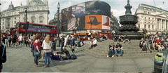 Piccadilly Circus (Todron) Tags: kmz kmzhorizont horizont panorama panoramica panoramic filmcamera film wide wideangle grandangolo 35mm fuji fujifilm c200 fujifilmc200 200asa negativefilm c41 epson epsonv600 v600 londra london greatbritain unitedkingdom piccadillycircus