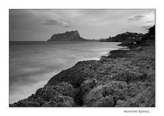 (Bartolomé Ramirez) Tags: paisaje marinas rocas brumas sedas largaexposición blancoynegro peñondeifach ifach nubes canon canon600d