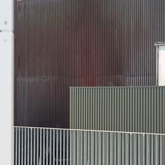 a few verticals (zeh.hah.es.) Tags: josefstrasse müllverbrennungsanlagejosefstrasse kreis5 zurich zürich schweiz switzerland fassade façade facade geländer banister vertikal vertical linien lines line linie