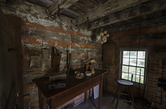 Frontier Log Cabin (rschnaible) Tags: walnut grove plantation spartenburg county the south carolina old history historic moore family log cabin circa 1767 frontier building architecture work production farm farming