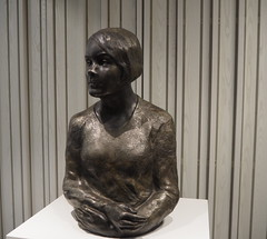 Skulptur: Karin Boye (1900-1941) / Jan-Erik Björk -  ID nr. HF1490 (tgrauros) Tags: frescati janerikbjörk karinboye skulptur stockholmuniversitylibrary stockholmsuniversitet stockholmsuniversitetsbibliotek sculpture escultura