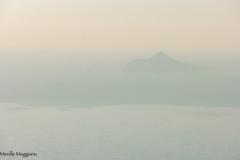 fantomatique (Mireille Muggianu) Tags: bouchesdurhone cassis europe france provencealpescotedazur ciel ile mer minimal paysage île samsungnx nx500