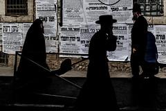 Men and Woman in Black-DSC_0309 (thomschphotography3) Tags: israel jerusalem meashearim streetphotography orthodox jew jewish men woman black shadow silhouette religion tradition